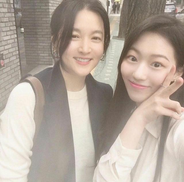 网友晒李英爱近照,48岁气质还一级棒,果然是真美人胚子!