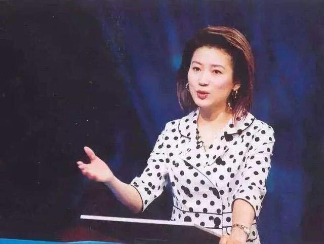 <b>51岁央视主持人王小丫近照曝光,发福明显撞脸陈红</b>