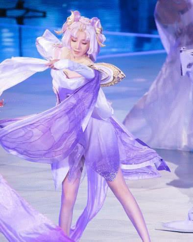 陈小纭的身材有多好,看穿芭蕾裙就知道