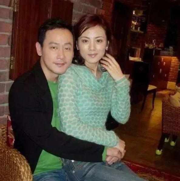 她跟前夫离婚后,一人抚养儿子无戏可拍,而前夫却越来越红