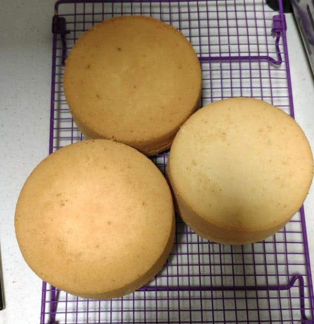 焙趣:一学就会的六寸原味戚风蛋糕