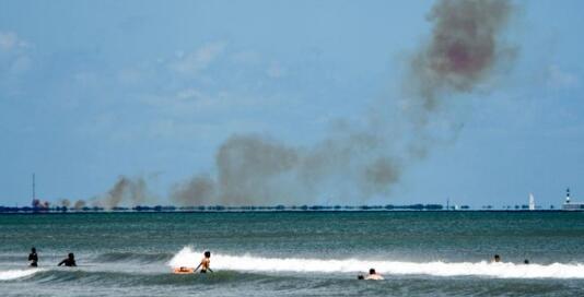 SpaceX公司载人龙飞船试射出故障 现场浓烟滚滚