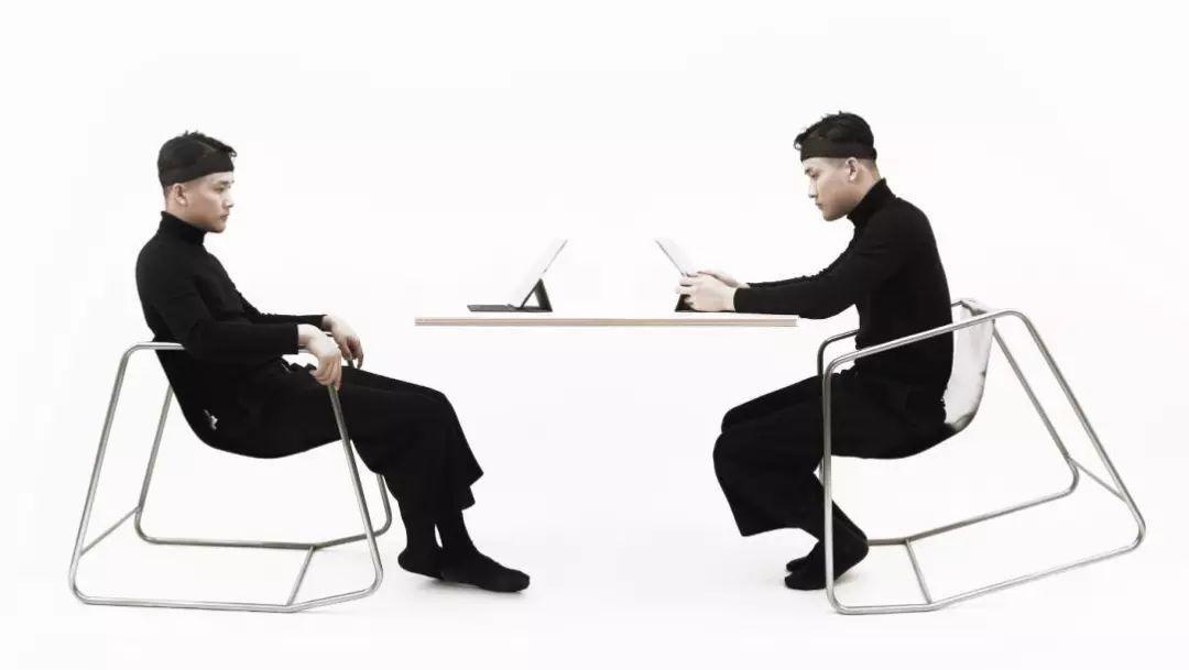100种好设计 | 15°的感知里藏着两个你。