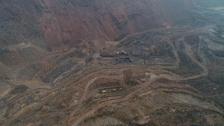 阜新海州露天矿国家矿山公园_昔日亚洲最大机械化露天煤矿重生记_矿坑