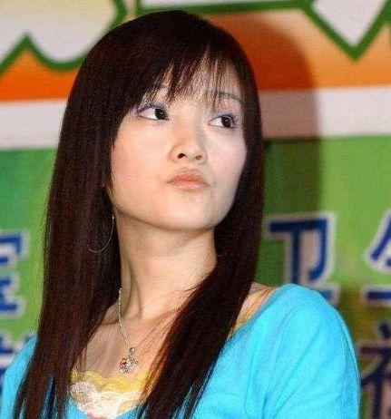 李小璐20年前旧照被扒,以为不施粉黛美若天仙,结果瞬间崩溃!