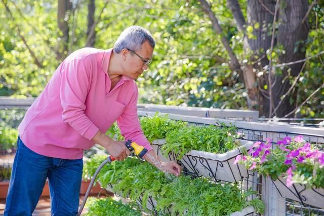52岁大叔,把6个集装箱变200㎡豪宅,在北京过上了隐居的日子!