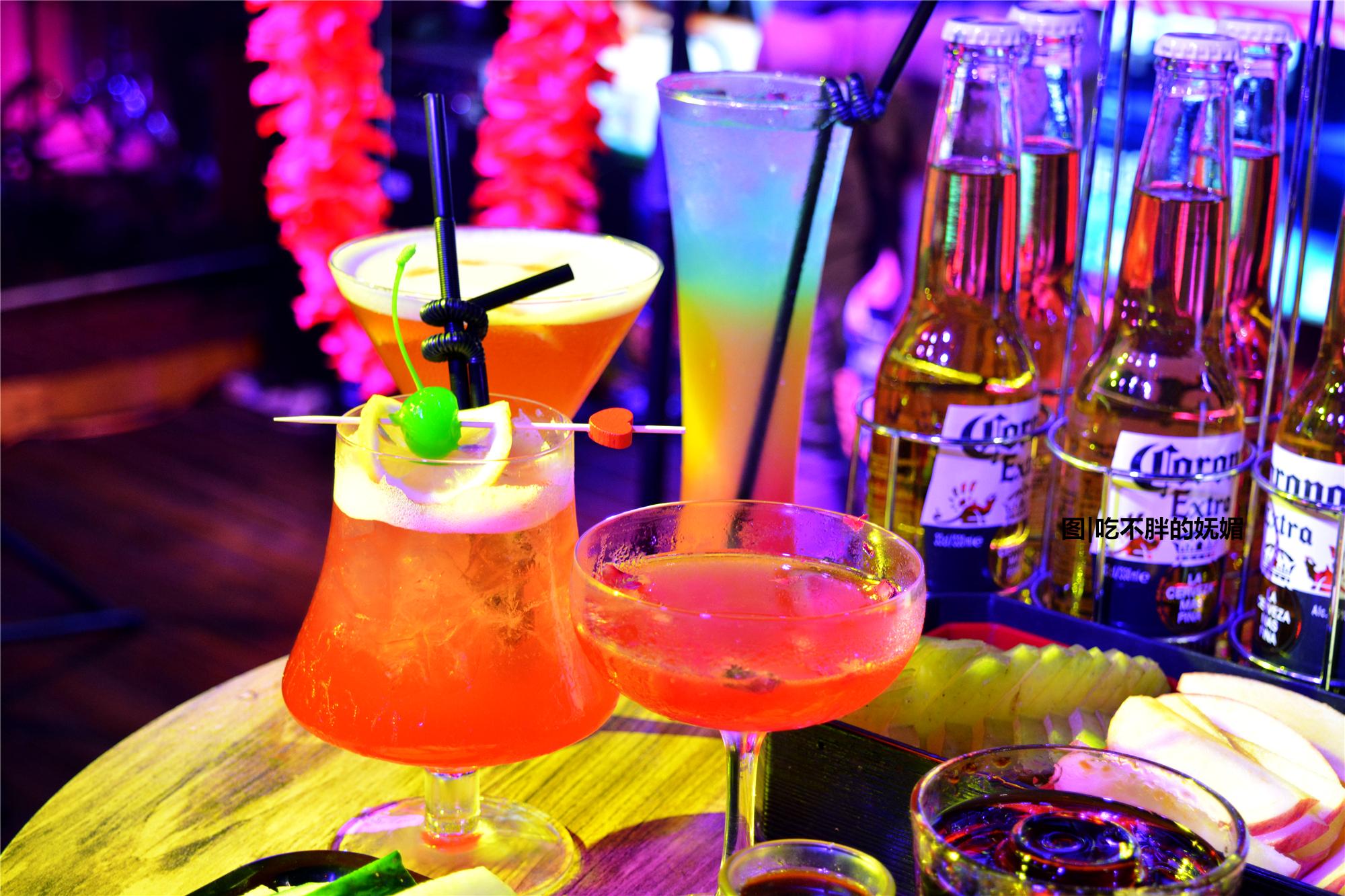 厦门这家网红乐队酒吧,8点不到就爆满,喝酒听歌人超多!
