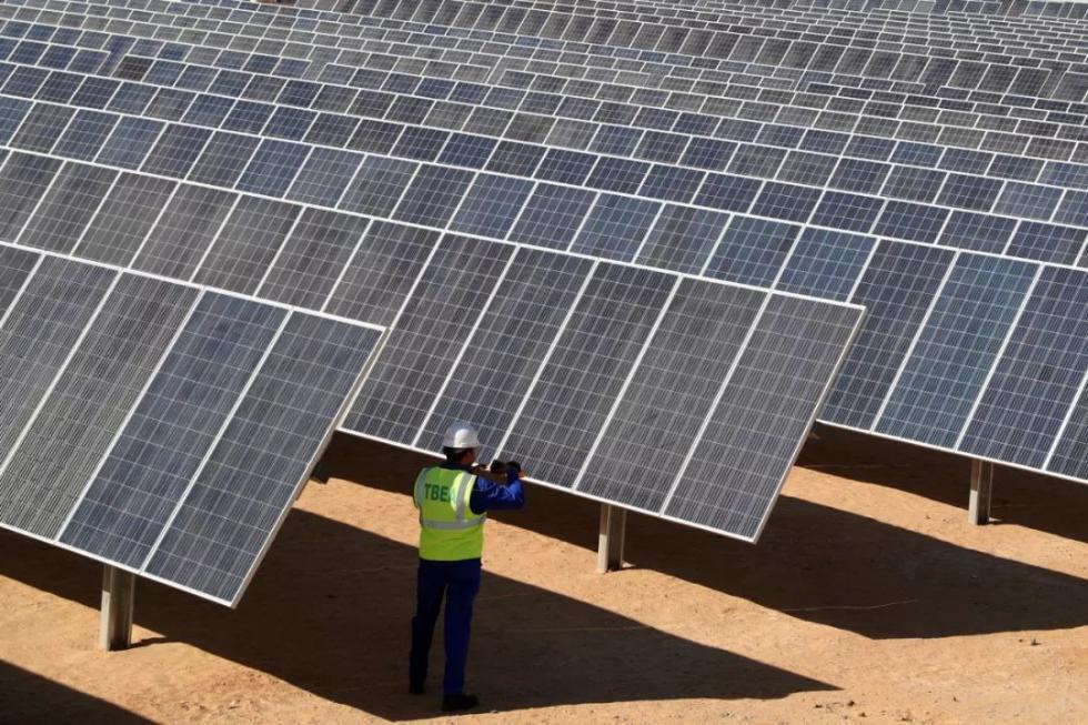 沙漠里的超大光伏产业园,埃及人和中国人一起建!