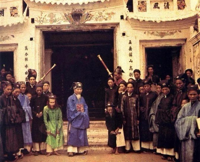 【110年前,这个法国人拍下中国最早彩照,留下72000张却被骂白痴】