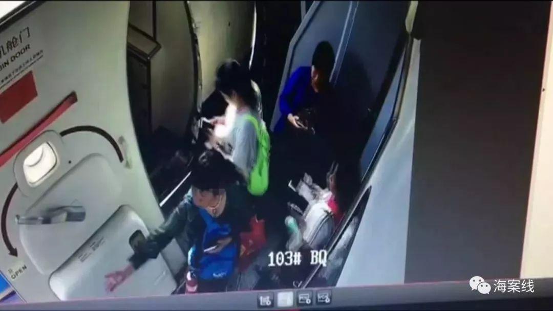 一女子在南宁机场登机时扔硬币祈求平安,一百多名乘客被迫下机……