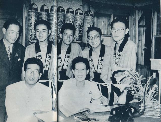 日本老照片:女老大控制黑市交易 女招待睡在危险阁楼