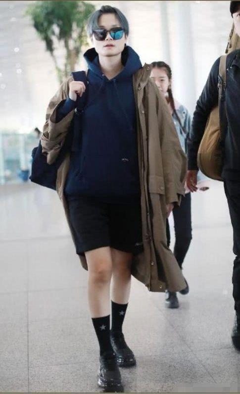 李宇春才是真实的腿精!平时不秀,露出来关晓彤都比不上!