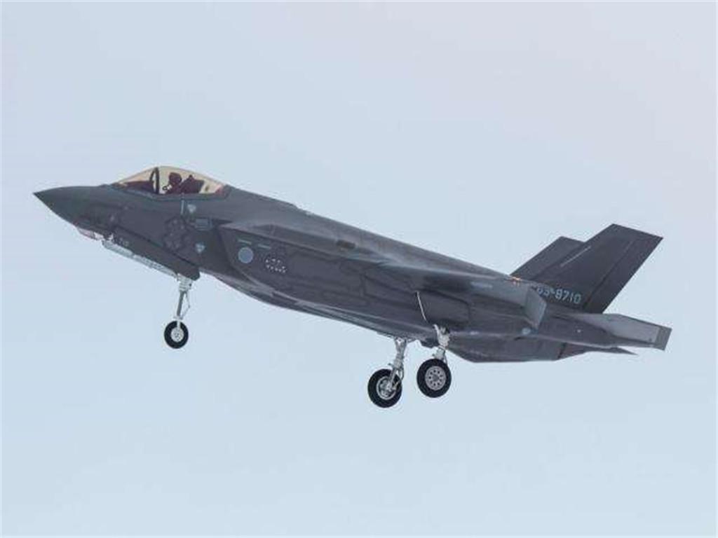 坠海的F-35A战机残骸有下落了,美媒指责:已被这两国捞走了?