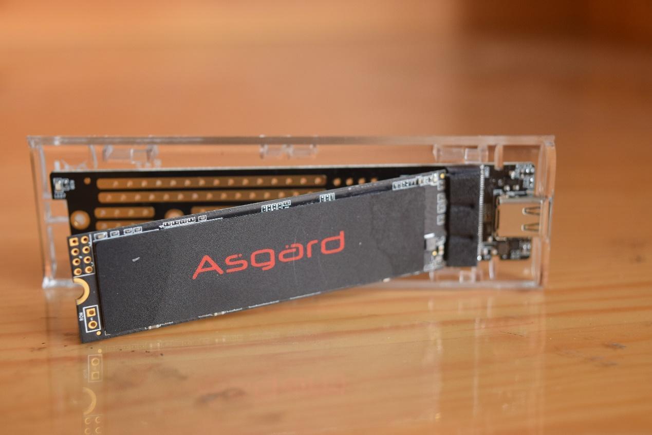 内置散热金属片,透明版的ORICO奥睿科M.2 NVME移动硬盘盒简评