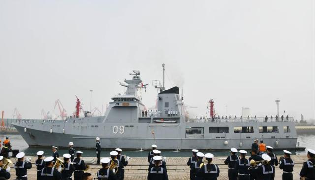 6艘外国军舰抵达青岛,印度独占2艘,最大一艘军舰近3万吨排水量