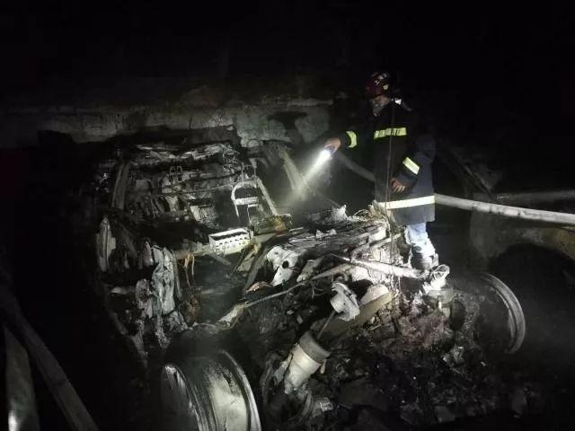 自燃 | 地下车库一特斯拉从冒烟到起火才6秒!什么原因?