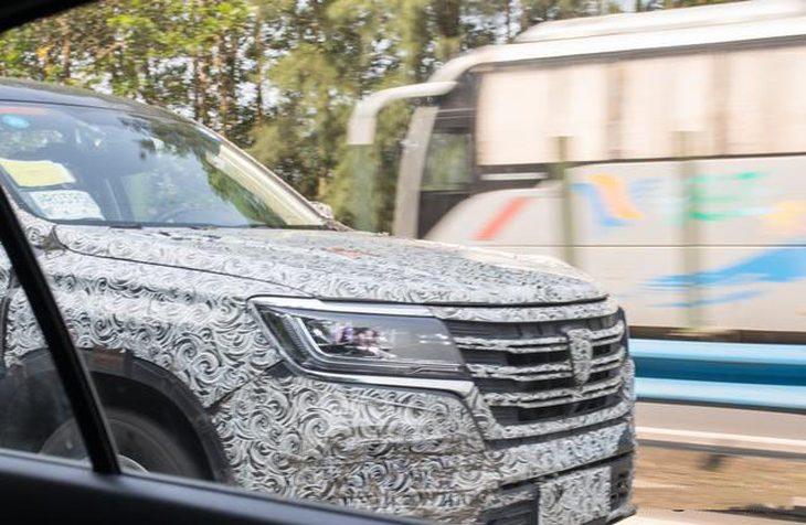 上汽荣威全新中大型SUV路试谍照 轴距达2900mm/将于年底上市