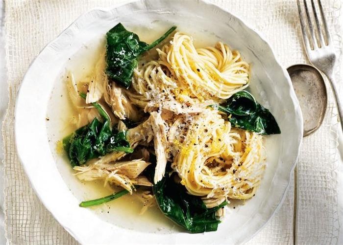意大利面用叉子还是筷子最合适?外国网民的看法在我们意料之外