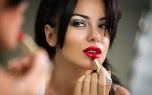 既高级又美腻 | 这4种唇色可以让黄皮的你显白哦!