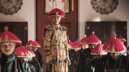 乾隆皇帝请客,出五字上联,所有大臣对不出下联,被一外国人对出