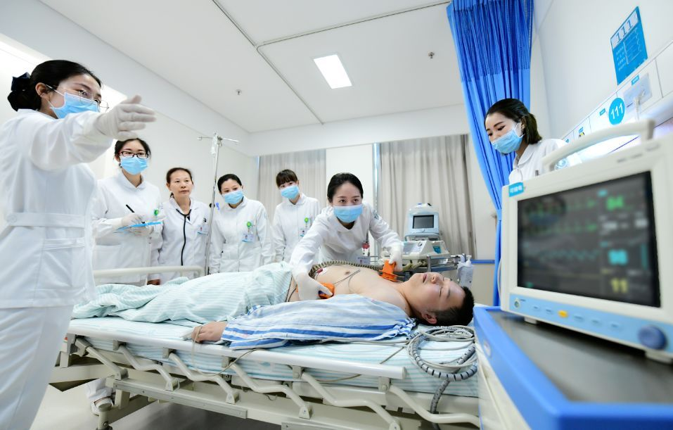 危重病人的护理要点_抢救病人时护士的站位如何安排更合理? 教你这四种!_护理