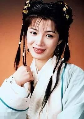 42岁陈少霞挺八个月孕肚同富豪老公游日本,高龄怀三胎气色极佳