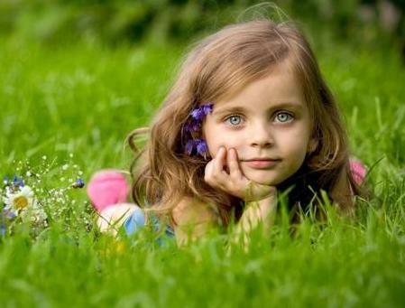 春季是孩子长个子的黄金时期,宝妈除了给孩子补钙,还需要这样做