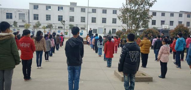 安徽阜南洪河桥镇白集教学点采取多种方式大力宣传防溺水安全教育