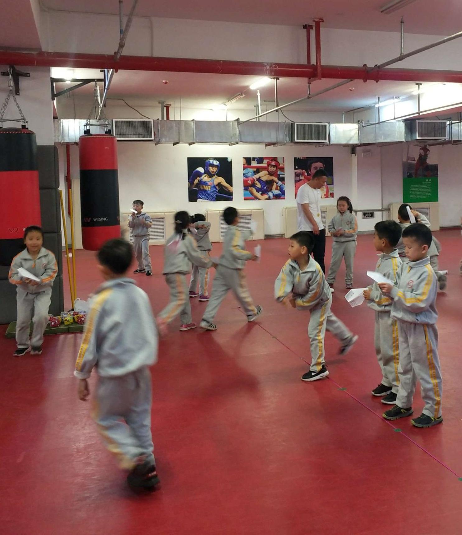 人教版小学体育一直二年级6.立定跳远分解动作练习与游戏教案