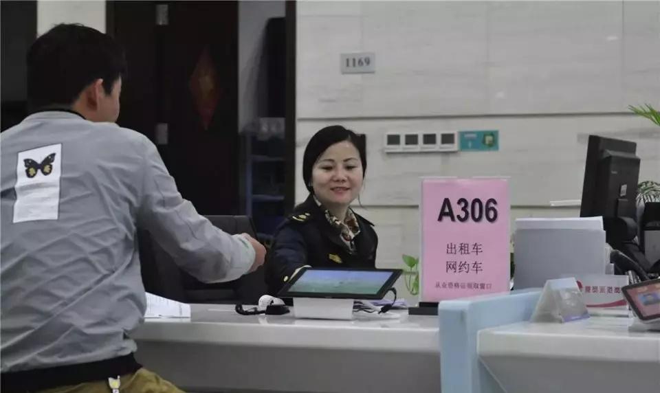 <b>南京新规5月1日起执行,网约车司机不能在南站落客平台上接人!</b>