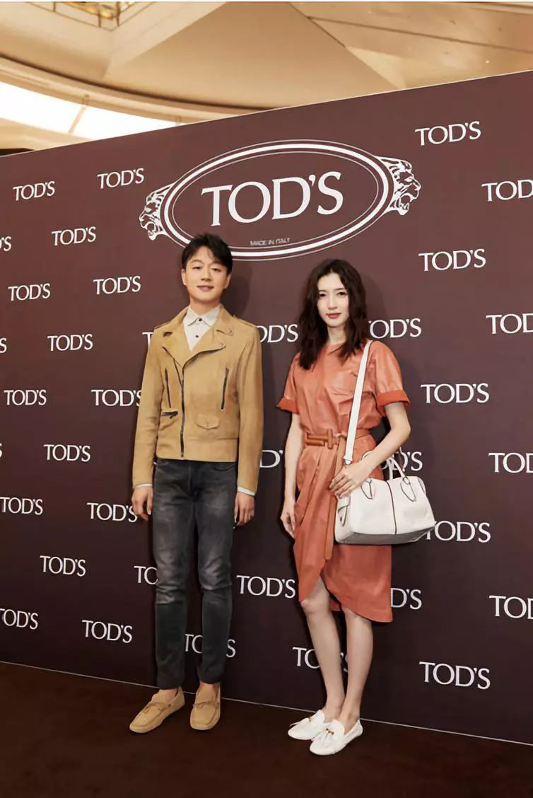<b>江疏影 佟大为 空降沈阳万象城TOD'S精品店开幕</b>