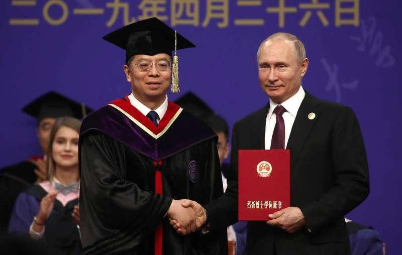 俄罗斯媒体:清华为普京颁发名誉博士学位