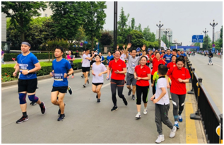 助力世警会  中粮可口可乐四川跑团与千名青年香城热力开跑