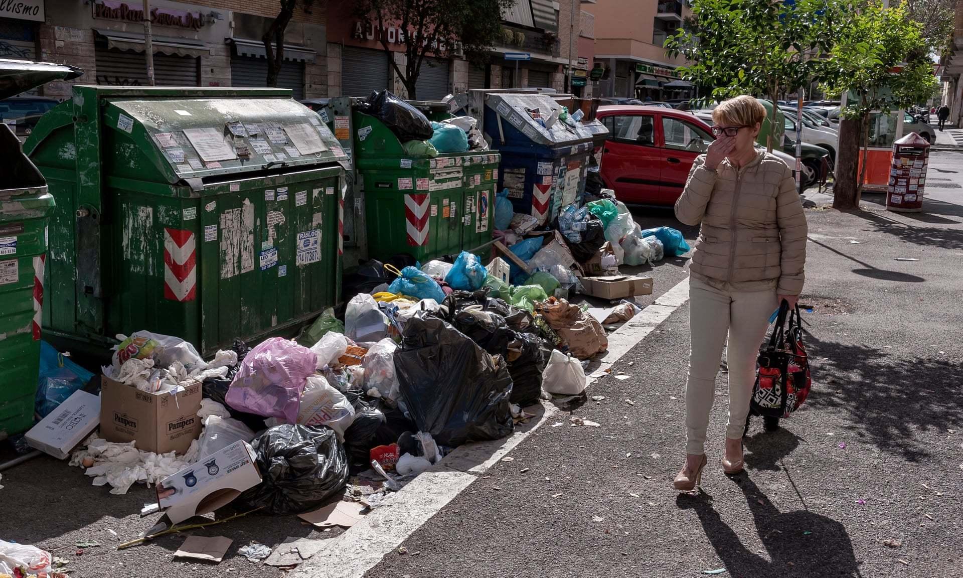 罗马垃圾遍地、坑洼杂乱和地铁站关闭,引起游客和市民的愤怒