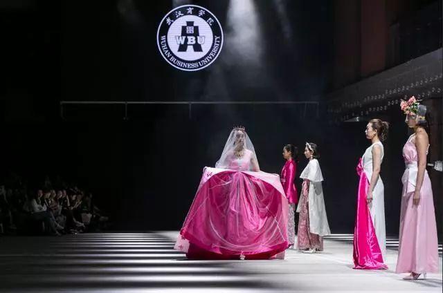 2019武汉时尚艺术季开秀:一场艺术与科技碰撞的视觉风暴