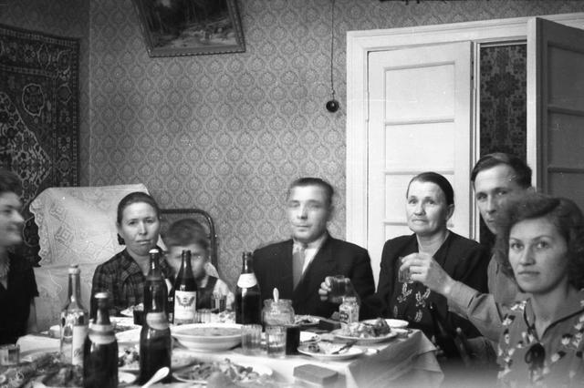 1950年代的苏联人:生日会幸福写在脸上,萌娃胖嘟嘟好可爱