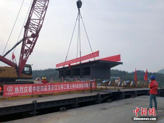 贵州洛安江大桥主桥A线顺遂合龙