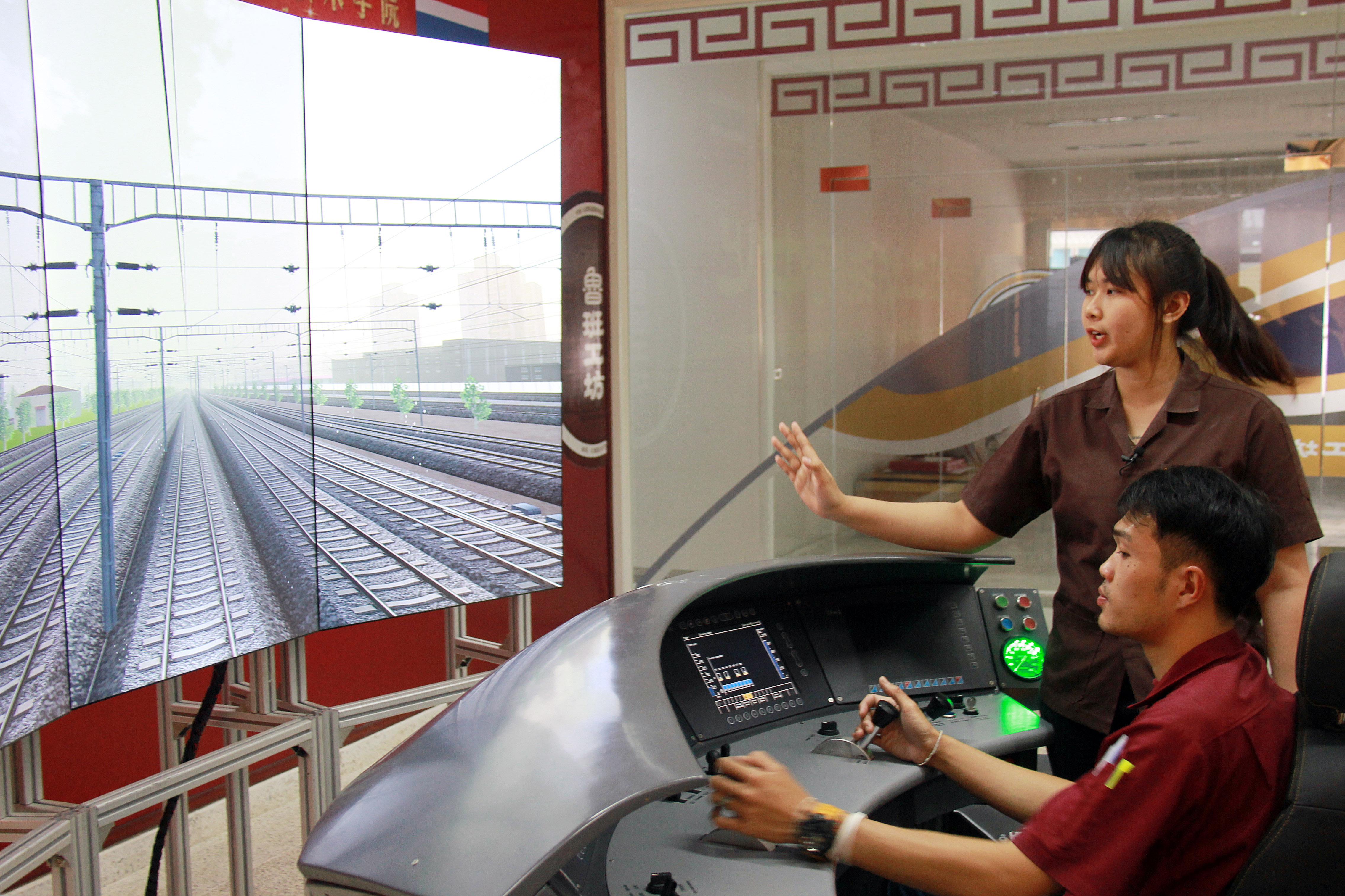 """通往来日诰日的列车——""""鲁班工坊""""助力泰国造就铁路人才网网"""