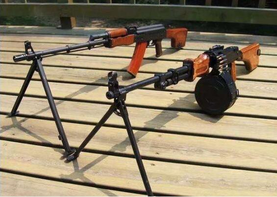 最让美军青睐的中国枪,不是56冲也并非95,携100发子弹