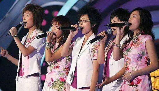 14年前的一首歌把何炅唱哭了,你还记得青春里的05届超女吗?(图41)