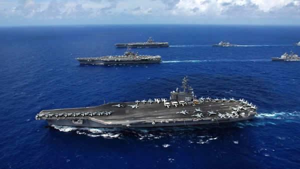 仅剩4天期限,美集结4艘航母包围海峡,白宫:中俄敢插手一起制裁