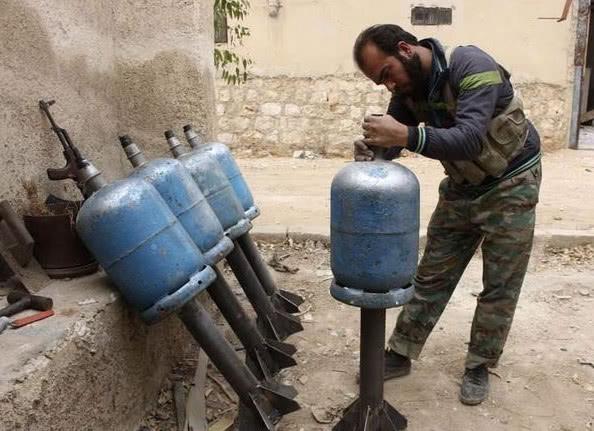 煤气罐威力有多大?1个煤气罐=3000枚手榴弹,几百名敌军被团灭
