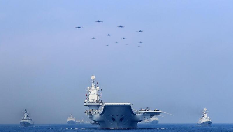 歼15现身国产航母甲板?国产航母疑正补给燃料,将开启第六次海试?