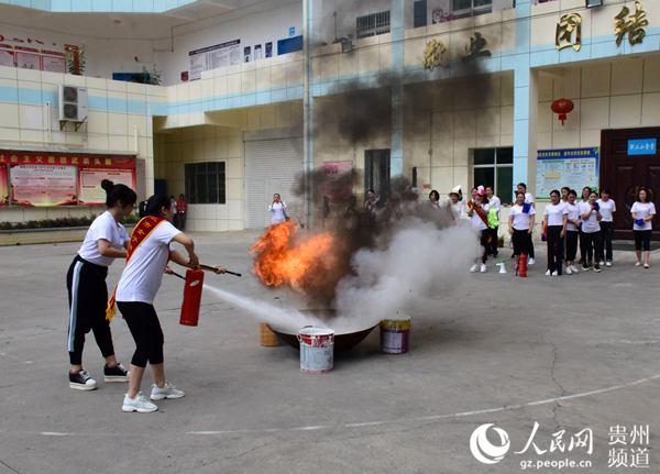 贵州省首★支女子消防志愿服务队在兴仁市成立灵气