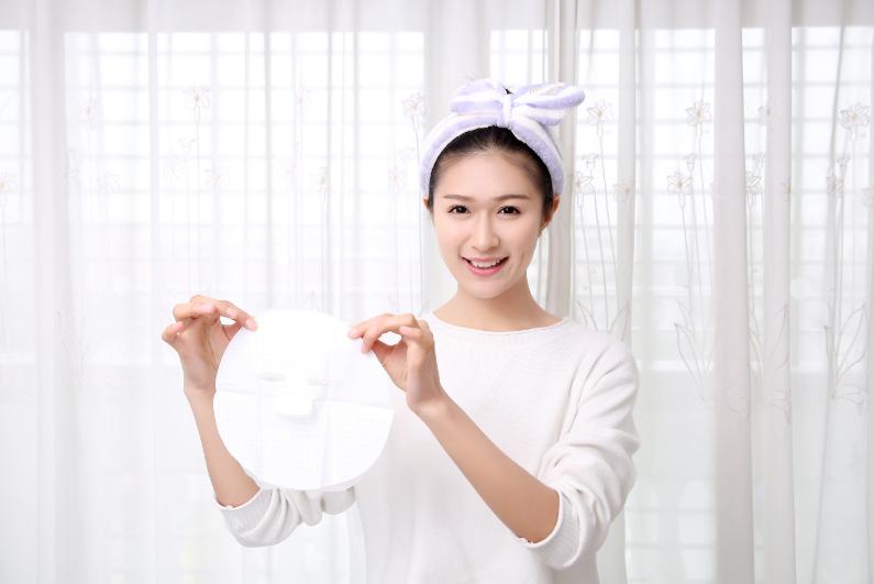 化妆品知识点:用化妆水做DIY面膜,简单!省钱!