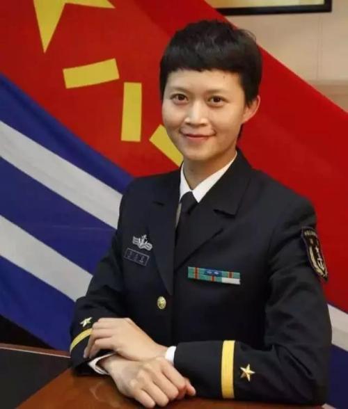 35岁也能参军入伍吗?她35岁不仅进入了部队,还当了舰长!