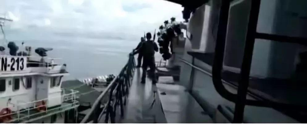 双方冲突的海域是纳土纳群岛,印尼与越南都对此地宣称拥有主权。两国已经不是第一次在该地发生冲突,但是考虑到该群岛离越南较近,且越南海军的实力远强于印尼海军,这次印尼海军能占到优势难能可贵,因此军方才会大肆宣传。