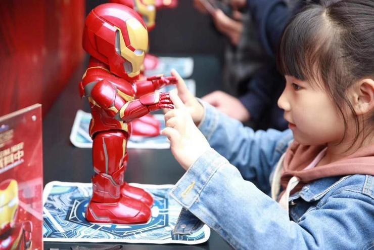 《复联4》一个响指带火的钢铁侠机器人,在法国意大利韩国亦创下纪录!