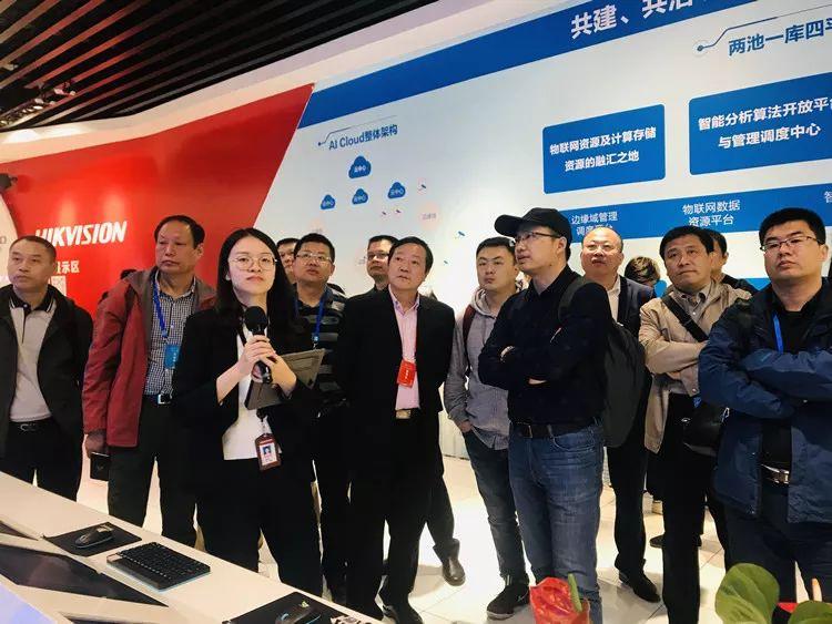 聚集智力人力资源 不断助推创新发展——全国百名社长总编走进杭州采风
