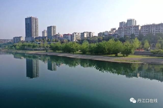 庆祝 丹江口市正式退出国家级贫困县